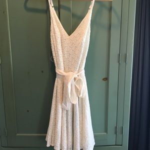 Dresses & Skirts - white daisy embroidered dress size XS